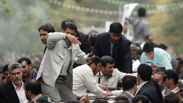 Verwirrung um Irans Präsidenten: Eine Attacke? Ein Feuerwerk?