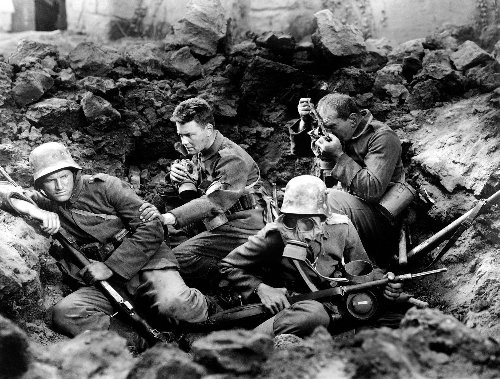 ALL QUIET ON THE WESTERN FRONT, Ben Alexander, Lew Ayres, Louis Wolheim, 1930