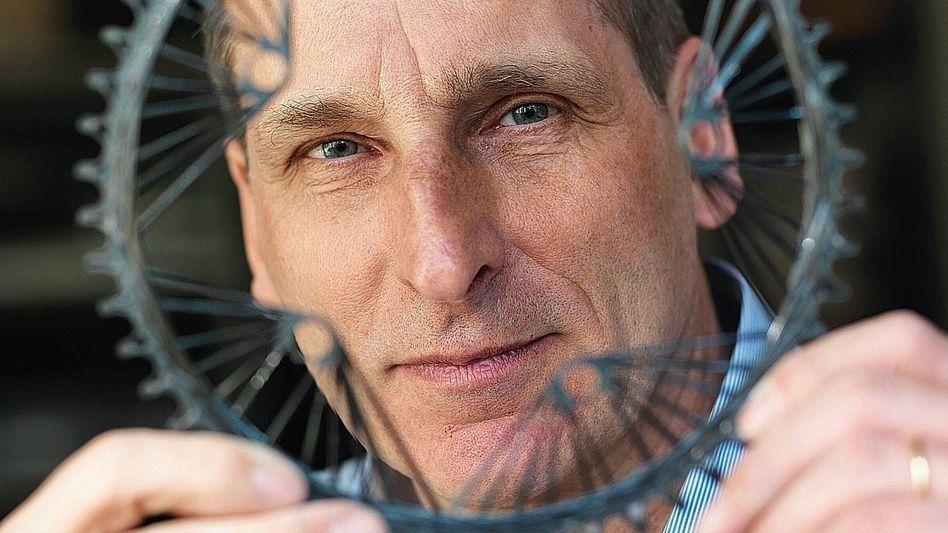Erfinder Fassbaender mit Carbonkettenblatt