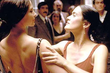 """Szene aus """"Frida"""" mit Ashley Judd und Salma Hayek: Ein exzentrisches Leben macht noch keine überragende Kunst"""