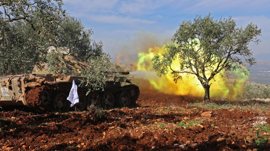 Panzer einer mit der Türkei verbündeten Miliz nahe Afrin (Archiv)