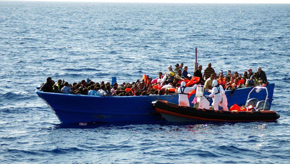Flüchtlinge im Mittelmeer: Zurück nach Afrika