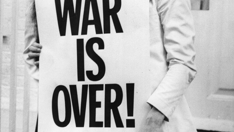 "Yoko Ono und John Lennon: ""War is over - if you want it!"""