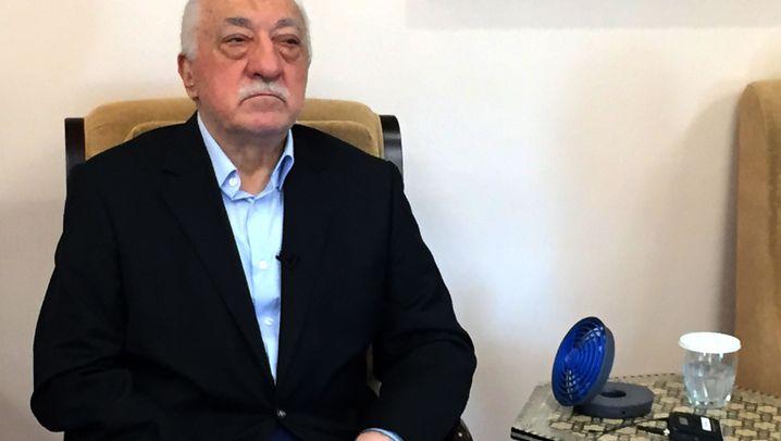 Fetullah Gülen: Bescheidenes Leben, aber streng bewacht