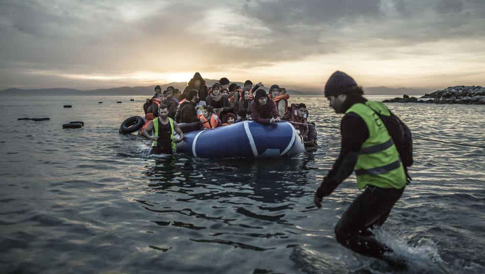 Flüchtlinge vor der Insel Lesbos (Februar 2016)