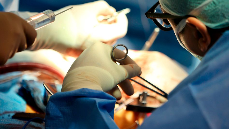 Ärzte bei Operation: Checkliste wird nicht überall eingesetzt