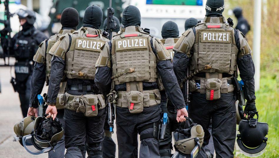Schwer bewaffnete Polizisten (Archivfoto)