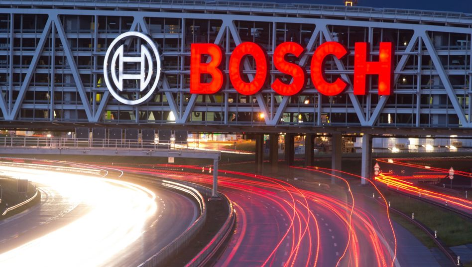 Bosch-Logo über der Autobahn A8