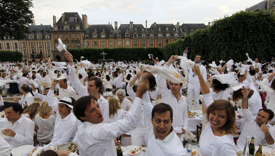 White Dinner in Paris: Alle tragen Weiß - ist das kreativ und lustig?