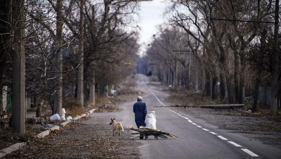 Straße in Donezk: Präsident Poroschenko droht mit Ende des Friedensprozesses