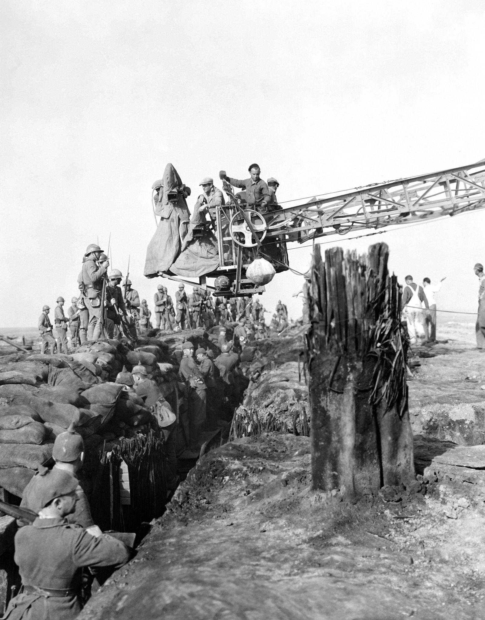 ALL QUIET ON THE WESTERN FRONT, production shot on set, 1930 !ACHTUNG AUFNAHMEDATUM GESCH?TZT! PUBLICATIONxINxGERxSUIxAU