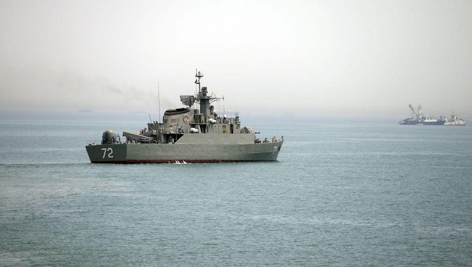 Iranisches Kampfschiff in der Straße von Hormus (Archiv): Warnschüsse auf westlichen Frachter