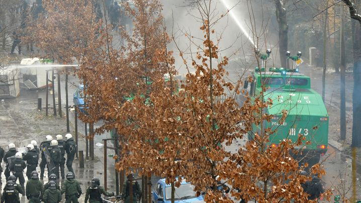 Krawalle in Dresden: Mit aller Gewalt gegen Neonazis