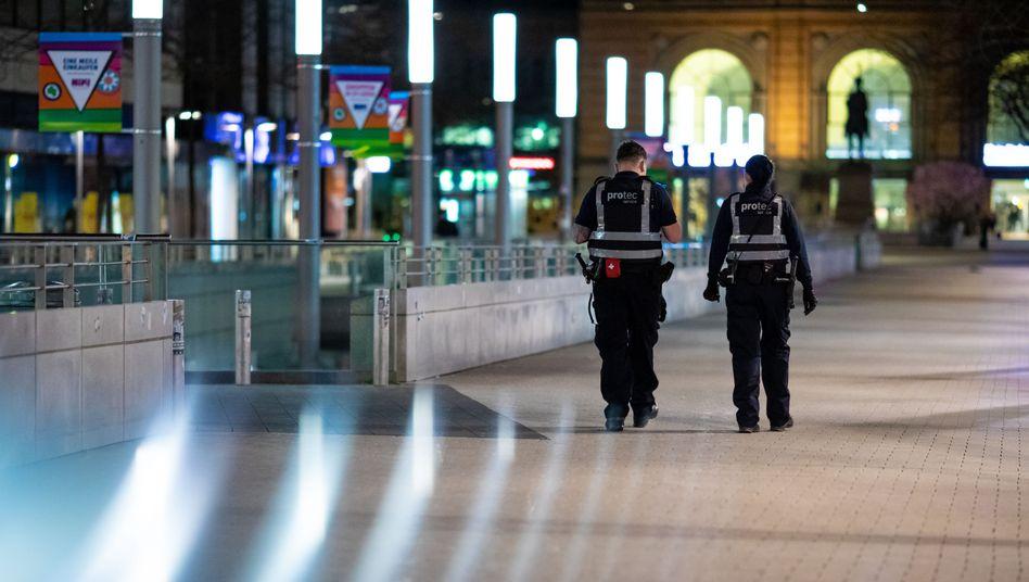 Sicherheitsdienst auf Streife in Hannover, April 2021