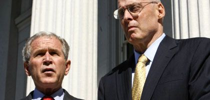 US-Präsident Bush, Finanzminister Paulson: Krise zwingt zu immer weiter reichenden Maßnahmen