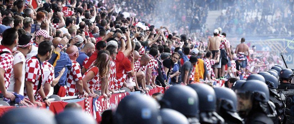 Kroatische Fans beim EM-Spiel gegen Tschechien in Saint-Étienne