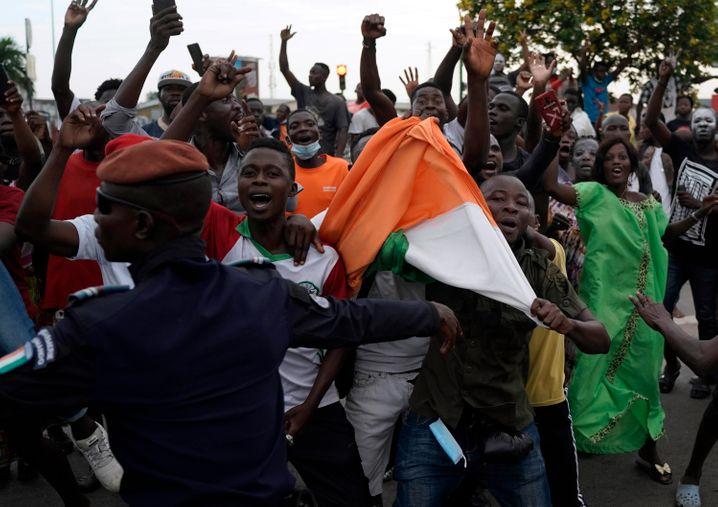 Gbagbos Fans feiern seine Wiederkehr