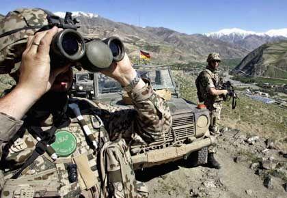 Bundeswehrsoldaten während einer Patrouille bei Faisabad: Nato-Partner wollen deutsche Soldaten auch im Süden