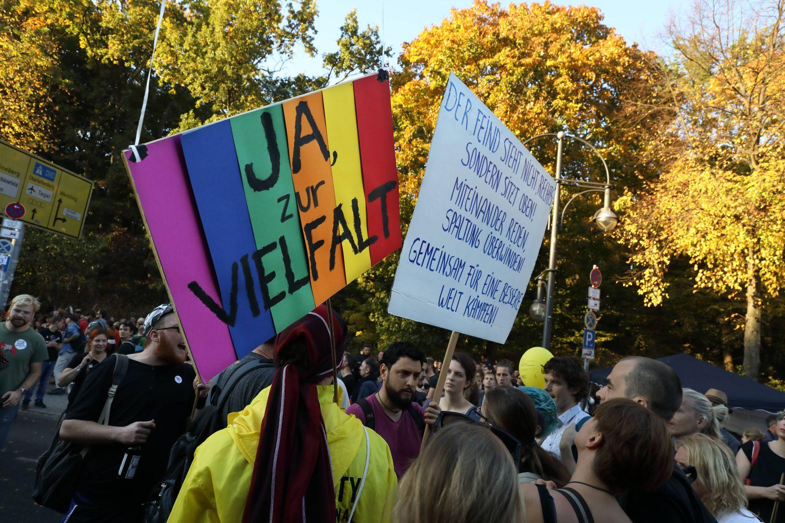 Großkundgebung Unteilbar Solidarität statt Ausgrenzung Zehntausende protestieren gegen Rassimus