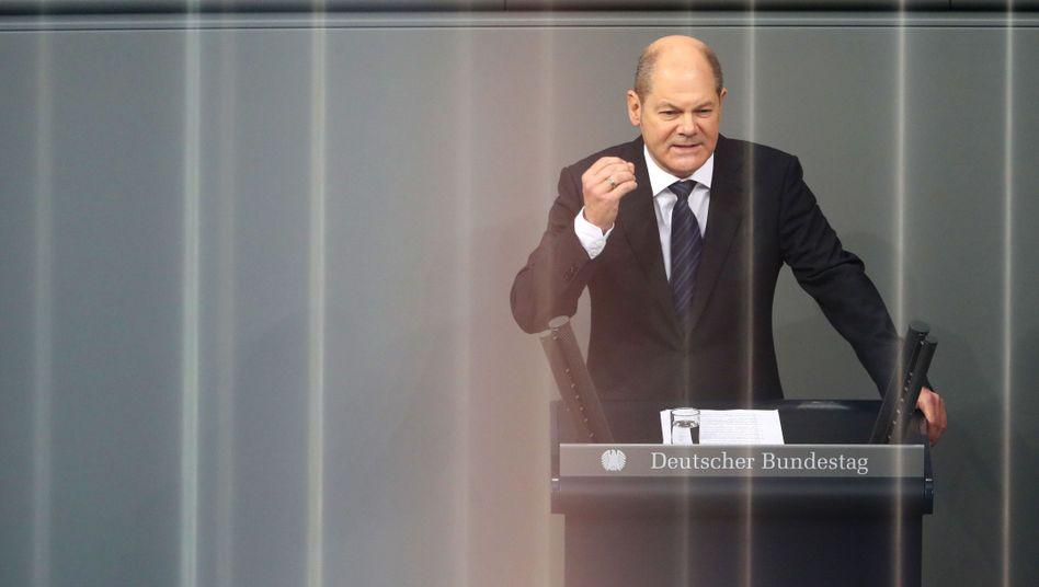 Olaf Scholz im Bundestag: großes Eigenlob