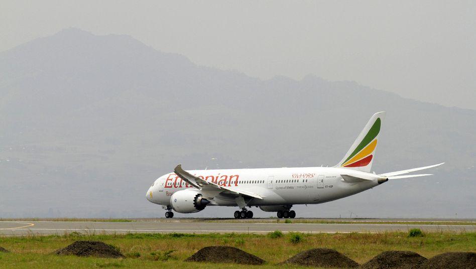 London: Brand in Dreamliner-Jet lässt Boeing-Aktien einbrechen