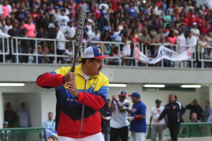 Maduro bei der Eröffnung eines Baseball-Stadions: Entscheidet er den Machtkampf nun endgültig für sich?