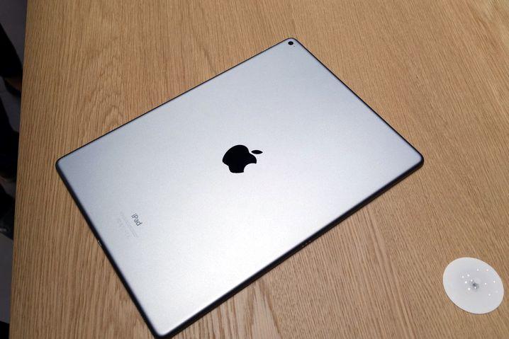 Rücken des iPad Pro: Das Gerät wiegt etwas mehr als 700 Gramm