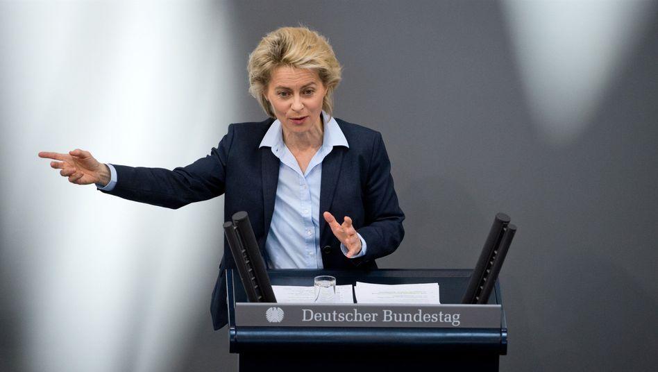 Verteidigungsminister von der Leyen: Sie fordert mehr Nato-Präsenz
