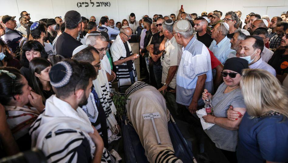 Beerdigung von Yigal Yehoshua: Der Jude war bei Unruhen in Israel tödlich verletzt worden. Seine Niere wurde nun einer arabischen Israelin transplantiert.
