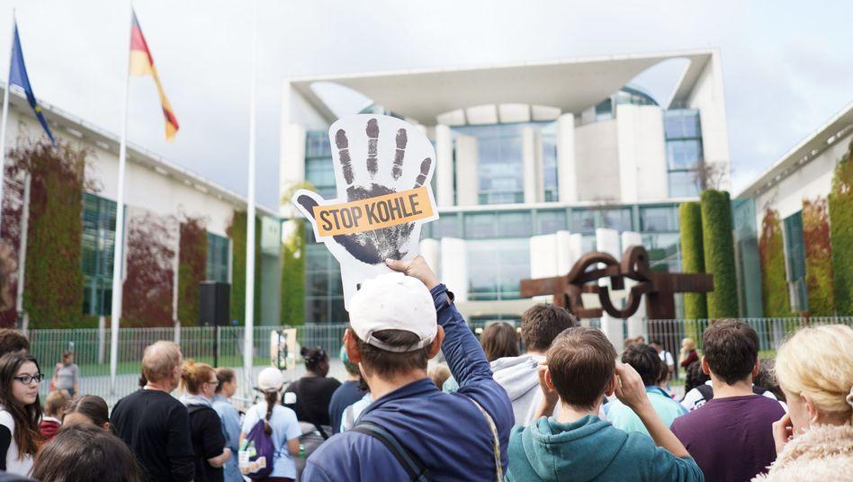 """""""Fridays for Future""""-Demonstration vor dem Kanzleramt"""