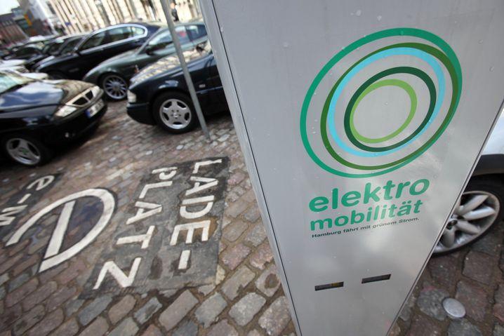 Ladestation für Elektro-Fahrzeuge: Kommunen dürfen Parkplätze reservieren