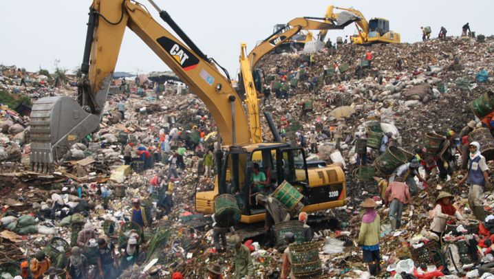 Indonesiens größte Müllhalde: Fliegen, Gestank, Dreck