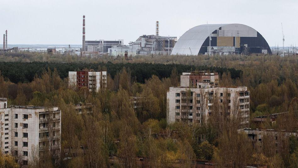 """""""New Safe Confinement"""" in Tschernobyl (im April 2016)"""