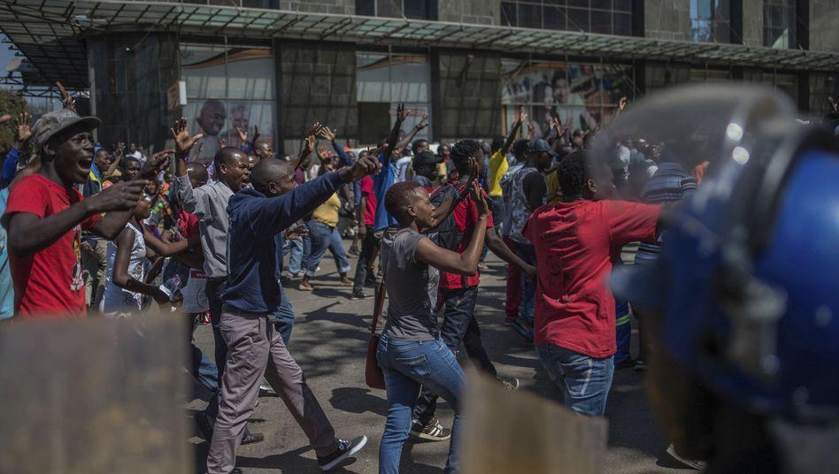Demonstranten vor der Präsidentschaftswahl am 1. August