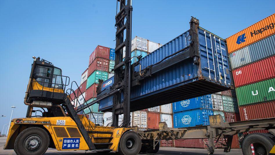 Container-Umschlag im chinesischen Wuhan: Einbruch wie seit fast einem Jahrhundert nicht