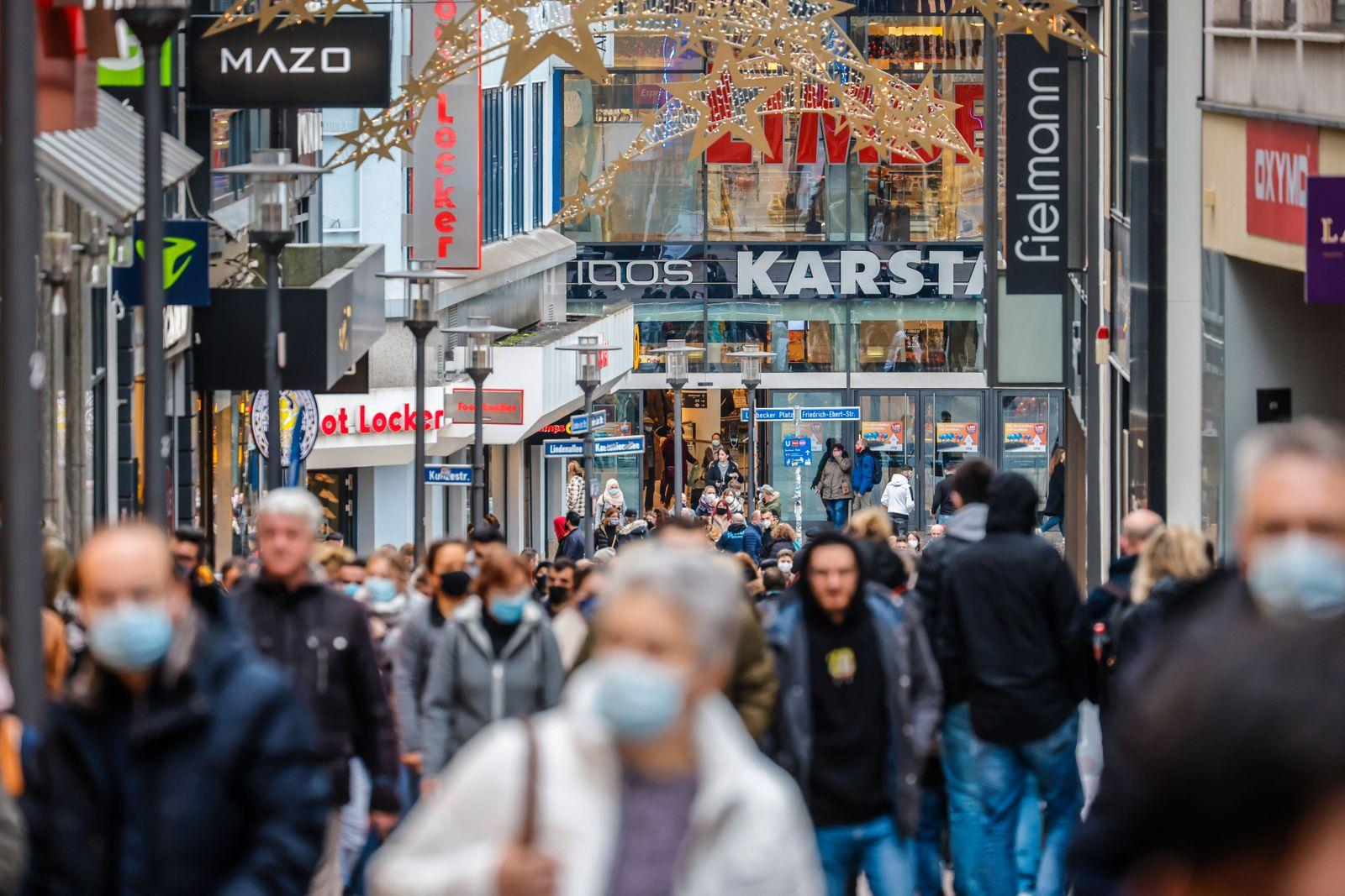 Essen, Ruhrgebiet, Nordrhein-Westfalen, Deutschland - Essener Innenstadt in Zeiten der Coronakrise beim zweiten Teil Loc