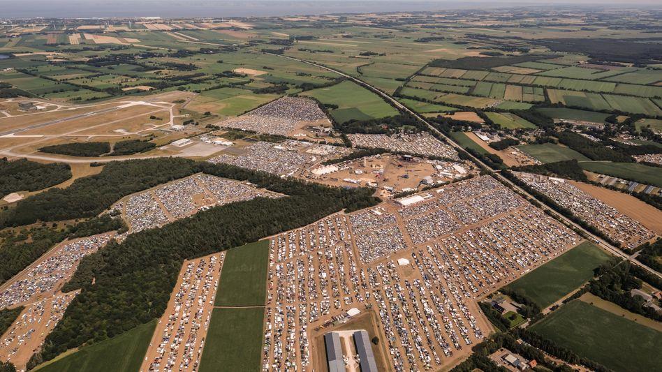 Luftbild: Das Festivalgelände des Rockfestivals Deichbrand in Cuxhaven