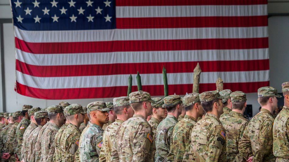 US-Soldaten bei einer militärischen Zeremonie in den Storck Barracks im bayerischen Illesheim (Archivbild)