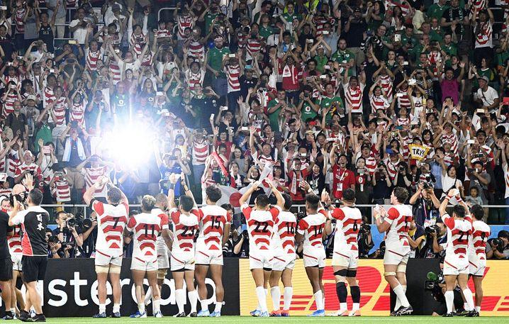 Die japanischen Fans sind von ihrem Team begeistert