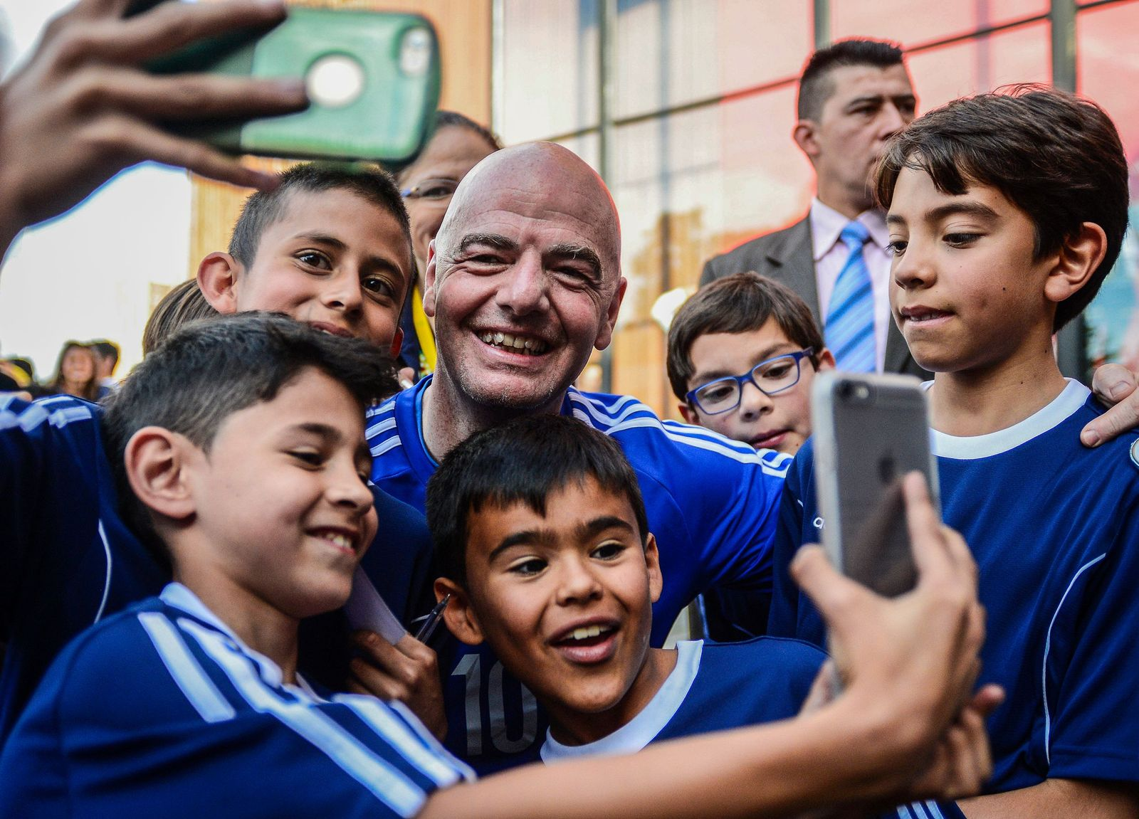 TOPSHOT-FBL-COLOMBIA-FIFA-INFANTINO