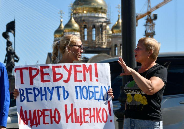"""Demonstranten in Wladiwostok: """"Wir fordern, dass Andrej Ischenko der Wahlsieg zurückgegeben wird"""""""