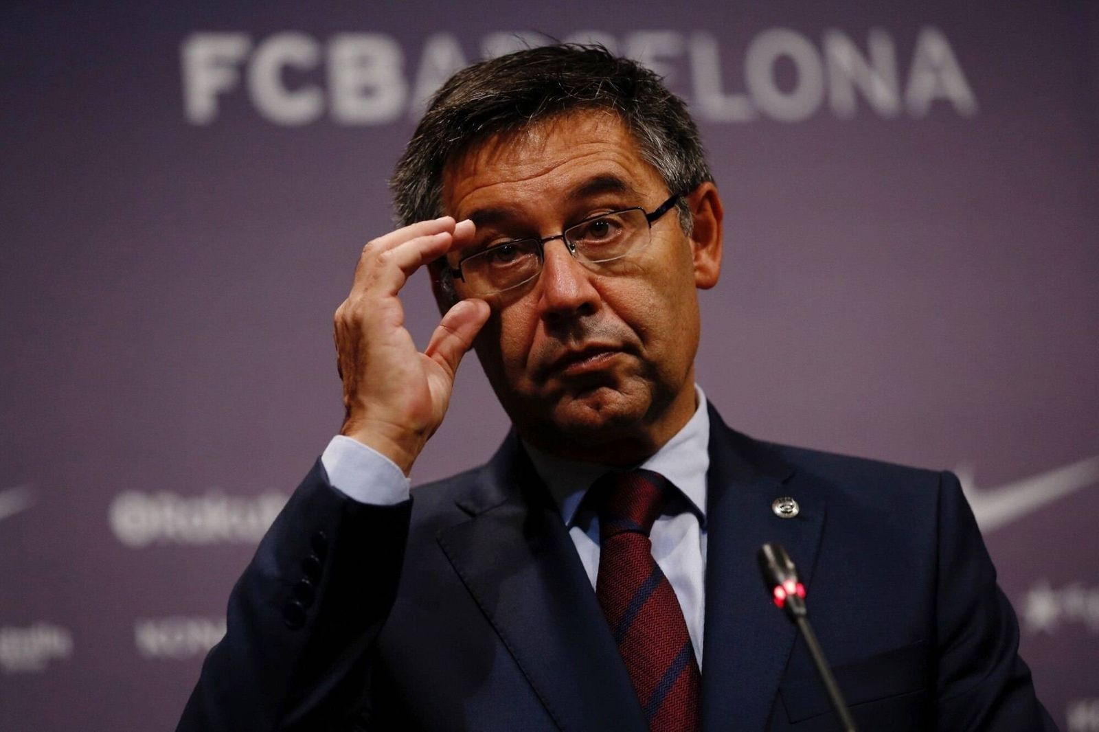 FC Barcelona Barca s President Josep Maria Bartomeu delivers a press conference PK Pressekonferenz after the extraordin
