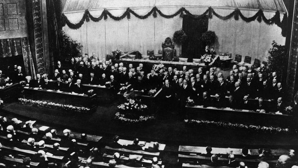 Weimarer Republik: Politik zwischen Ballett und Chor