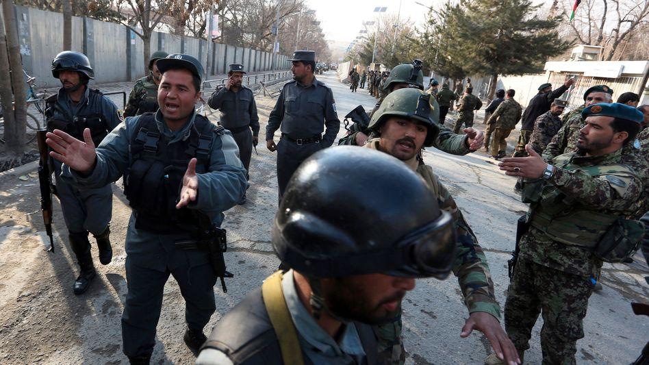 Sicherheitskräfte am Anschlagsort in Kabul