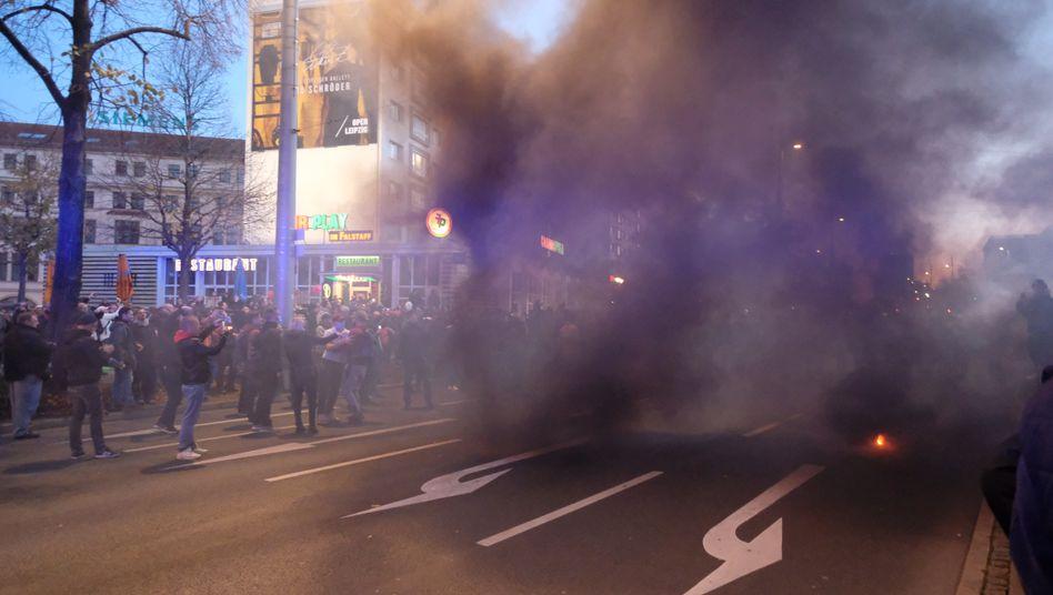 """""""Querdenken""""-Demo in Leipzig (am Samstag): Angriffe auf Journalisten und Beamte, massive Sachschäden"""
