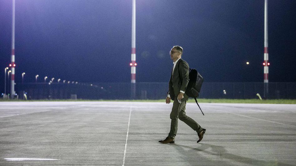 Außenminister Heiko Maas (SPD) beim Abflug nach Libyen am frühen Donnerstagmorgen in Berlin