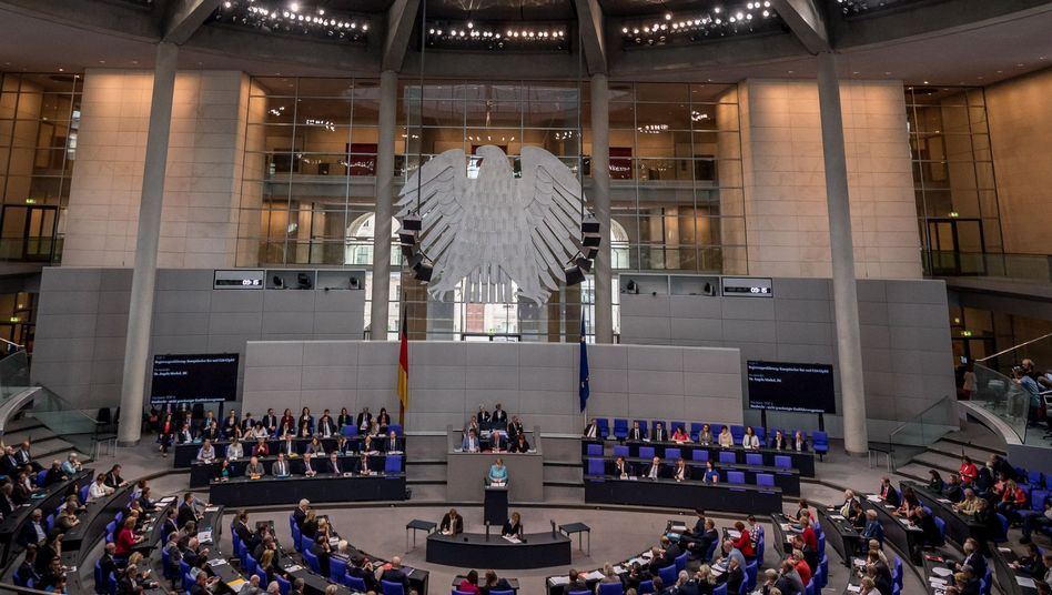 Angela Merkel im Parlament
