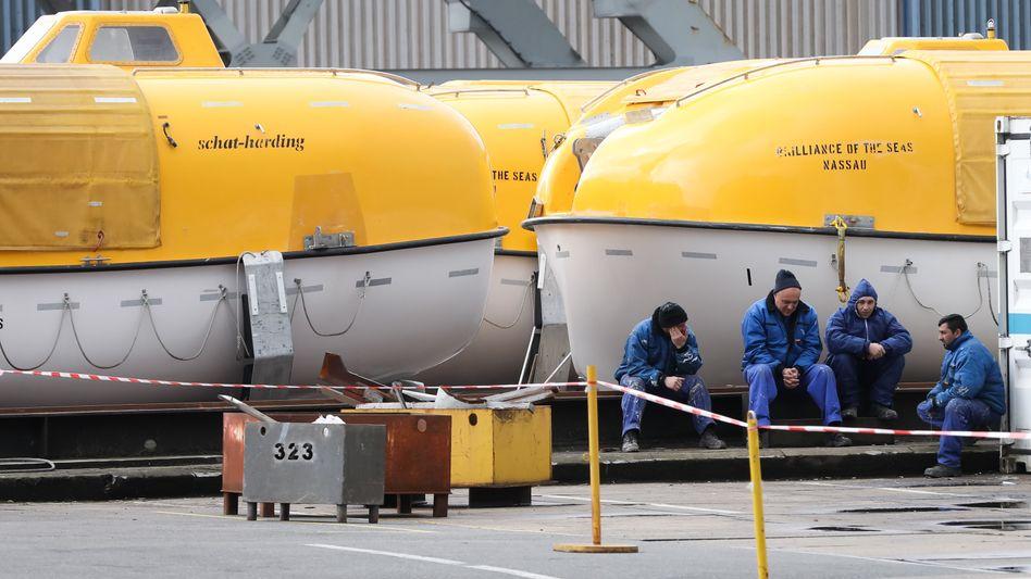 Arbeiter auf einer Werft in Hamburg