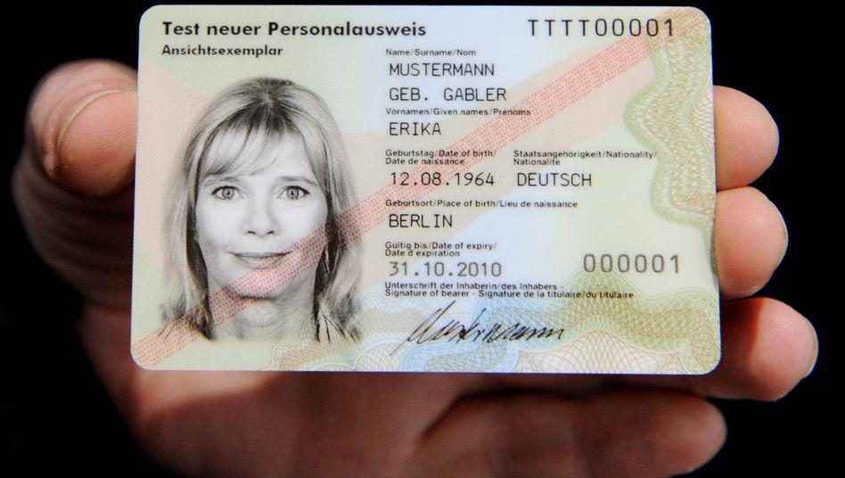 Elektronischer Personalausweis (Archivbild)