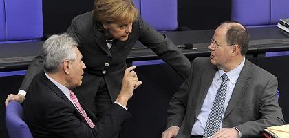 Krisenmanager Merkel, Glos, Steinbrück im Bundestag: Ausweg aus dem Schuldenstaat